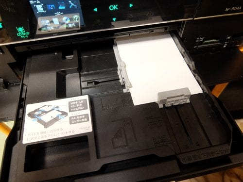 プリンターにL判写真用紙をセットします